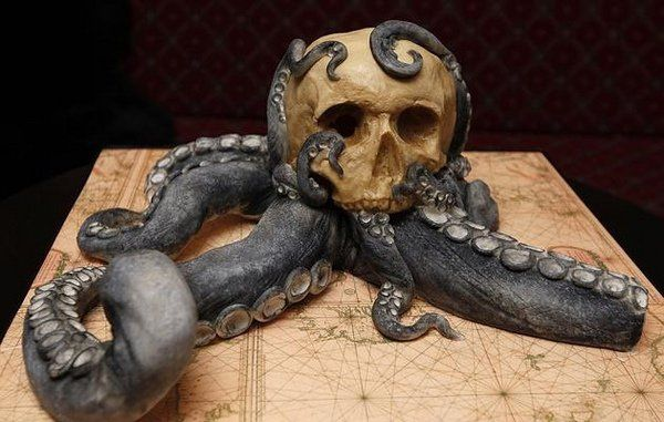Scary Halloween cakes - 25 ideas how to add some creepy decoration
