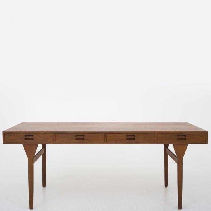 Desk in teak