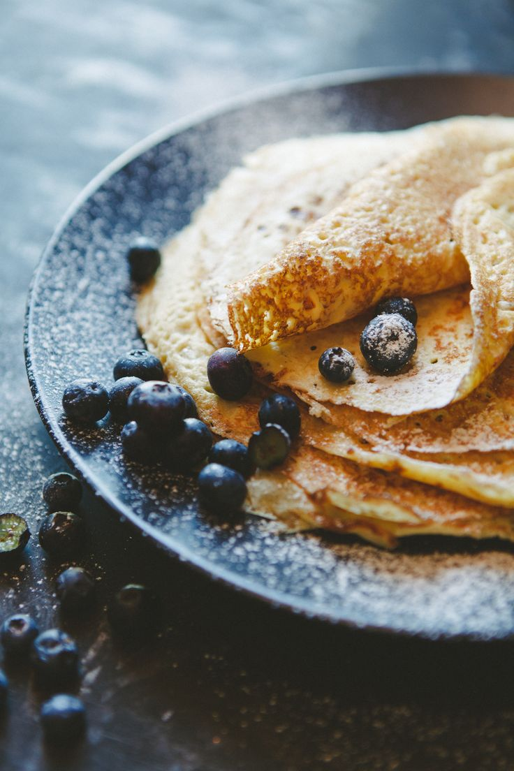 Sweet and delicious #crepes with blueberries and frosting Oeeeh I feel like eating pancakes!