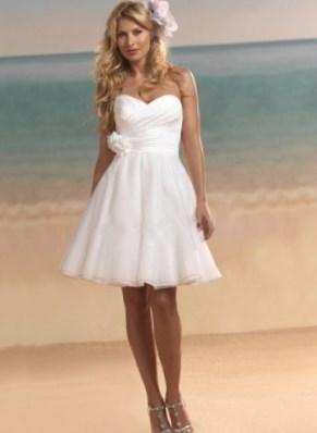 Короткое белое свадебное платье - http://1svadebnoeplate.ru/korotkoe-beloe-svadebnoe-plate-3952/ #свадьба #платье #свадебноеплатье #торжество #невеста