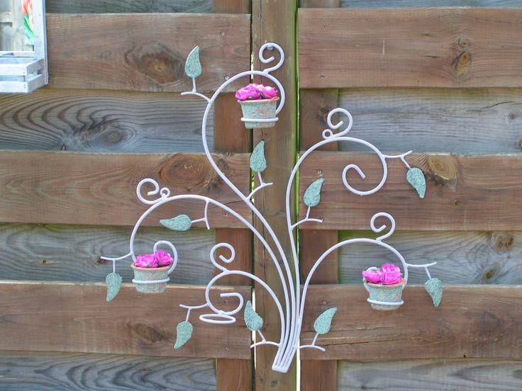 rekje voor in de tuin met as geschildert