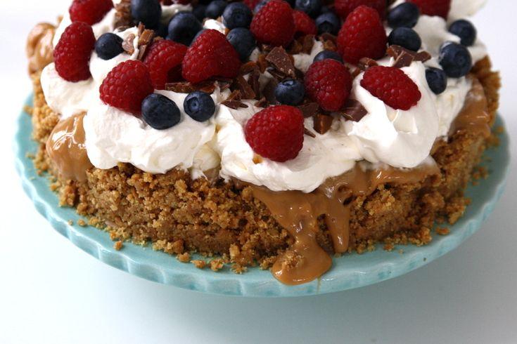 Ljuvlig tårta med kolakräm och färska bär | Jennys Matblogg