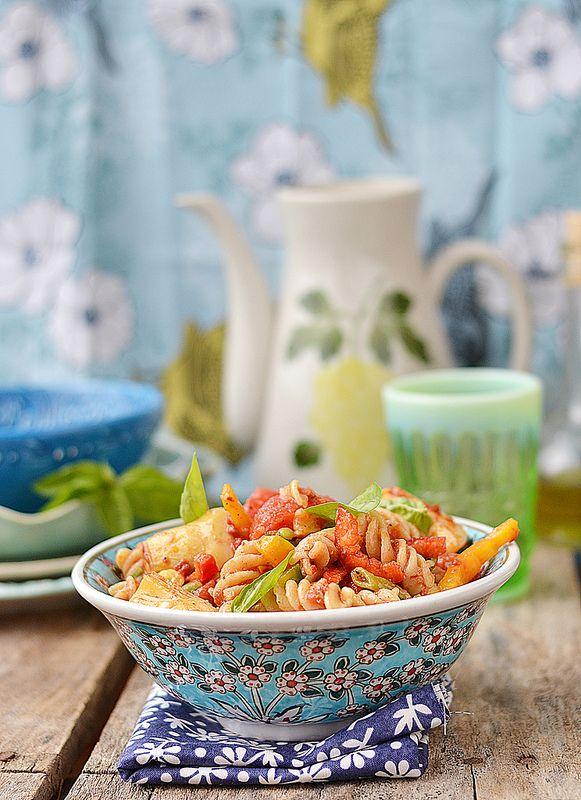 Освежающий салат из пасты с овощами