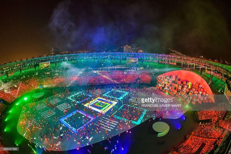 This picture shows an overview during the opening ceremony of the Rio 2016 Olympic Games at the Maracana stadium in Rio de Janeiro on August 5, 2016. / AFP / François-Xavier MARIT
