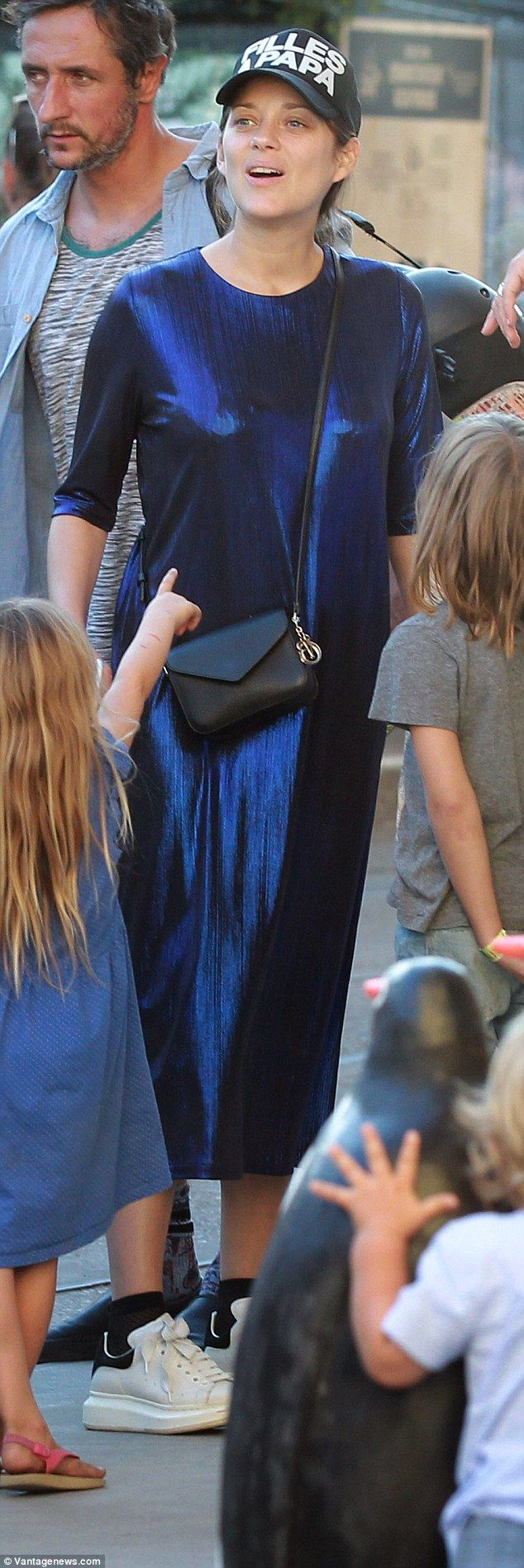 Child points out woman who broke-up Brad and Angelina's marriage. divorce french actress