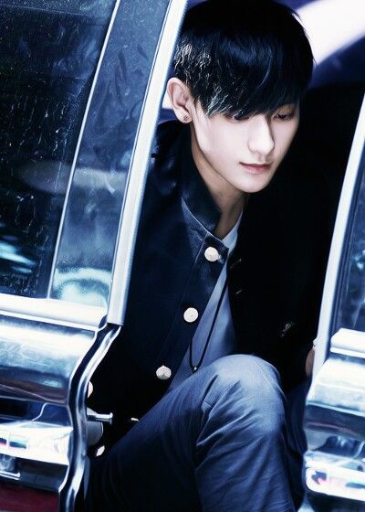 """Exo - Tao """"The picture looks blue.. Is it just me?"""""""