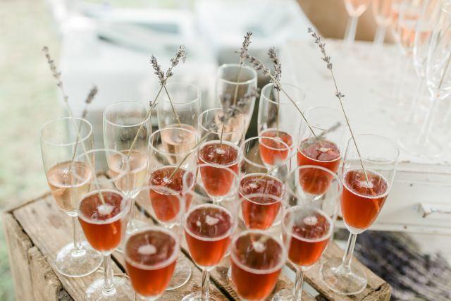 Credit: Jessica Fotografie - glas (container), wijn, drank, alcoholische drank, feest, viering, geen persoon, champagne (provincie), rode wijn, wijnglas, fles