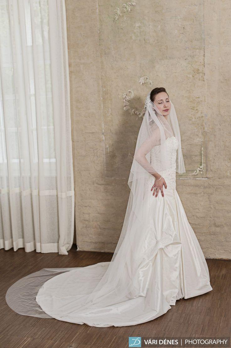 ha vintage hangulatra vágysz, válasz Júlia fátylat puha, selyem tüllből egy pici kis csipke díszítéssel http://bridalmirage.hu