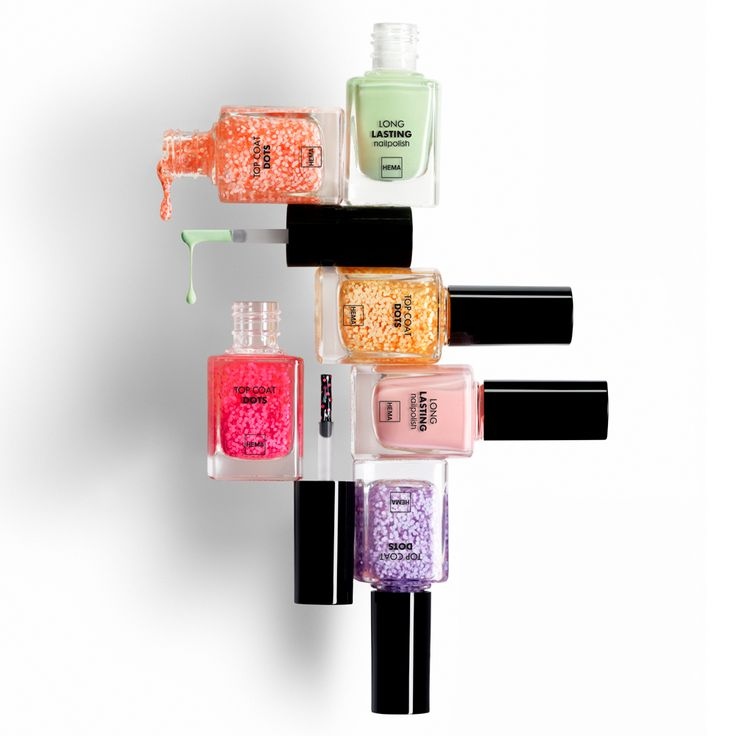 Vier het voorjaar met vrolijke pastelkleurtjes en dots topcoats op je nagels! Nu verkrijgbaar bij HEMA.