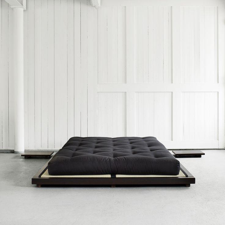Letto matrimoniale Dock originale Karup dallo stile #minimal ed elegante, ideale per chi cerca un letto basso, sobrio e lineare.  Per completare la tua struttura letto in pieno stile giapponese abbina 2 #tatami ed il leggendario #futon Karup