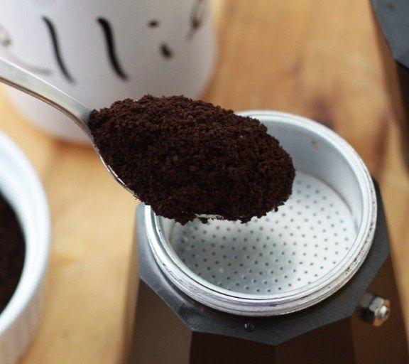 Foarte multe persoane nu pot trăi fără cafea sau nu își pot începe ziua cum se cuvine fără măcar o cană cu această licoare miraculoasă. Dar te-ai gândit vreodată ca aceasta ceașcă îți poate ajuta c…