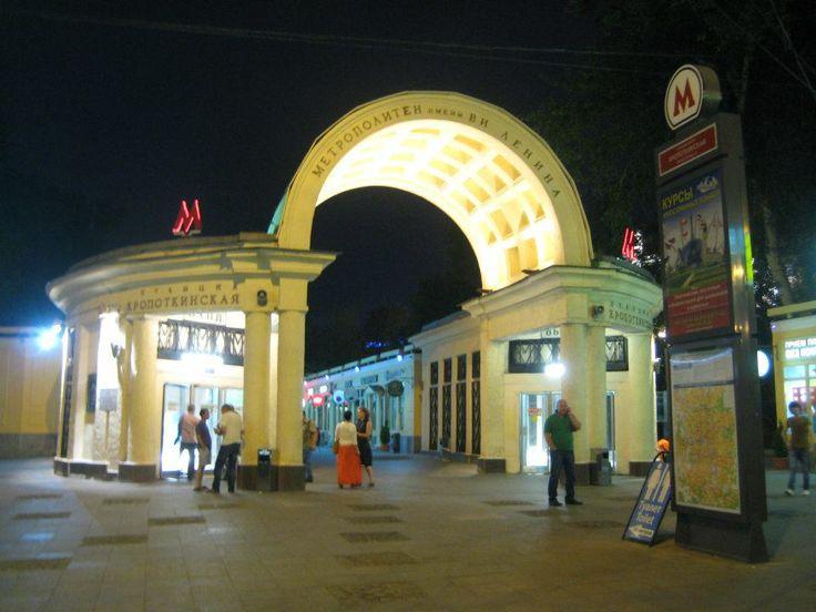 Metro station Kropotkinskaya
