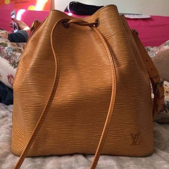Louis Vuitton yellow Epi Noe Bag 100% Authentic Louis Vuitton Noe Bag in Yellow Epi Leather. This bag has signs of use on the pull string, and the rings around it; otherwise it is flawless. The inside and overall is kept in excellent condition! No dustbag or box. Louis Vuitton Bags