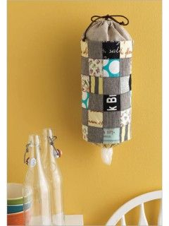 Pretty AND practical! This patchwork plastic bag dispenser would make a powerful impression on your kitchen organization!