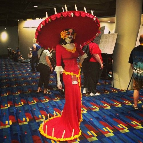 cosplayinamerica: La Muerte from Book of Life - movie isn't even out yet! #DragonCon ( source :http://ow.ly/ATEVw )  nice