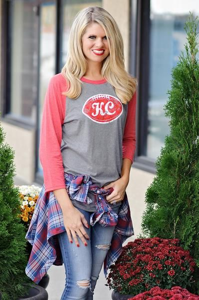 Who says you have to be slouchy on Sunday?! Show your team pride and look adorable in this raglan! Tie a plaid around your waist and pair it with your skinny je