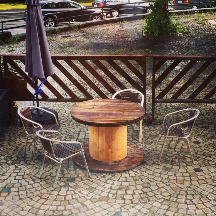 // Cable roll table // bord laget av kabeltrommel // uteservering Lillehammer //