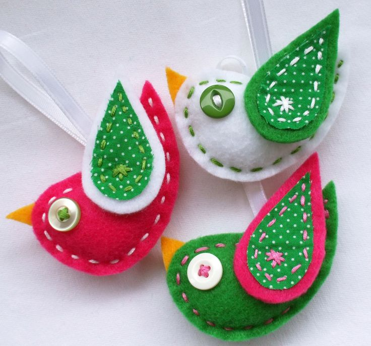 Cute pink and green felt Christmas bird ornaments for the tree, or package tie-ons!