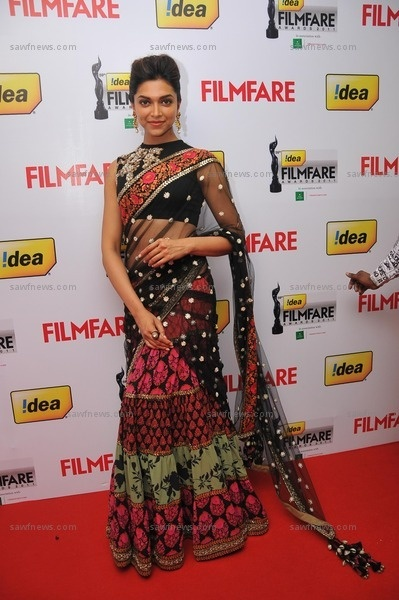 Deepika Padukone looked exquisite in a red and black Sabyasachi tulle lehenga sari at 59th Filmfare Awards (South) held at Jawaharlal Nehru Indoor Stadium in Chennai on Saturday, July 7, 2012. love!!!