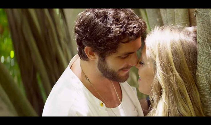 "Thomas Rhett's ""Die a Happy Man"" Video Is Sweet, Sexy, and Perfect"