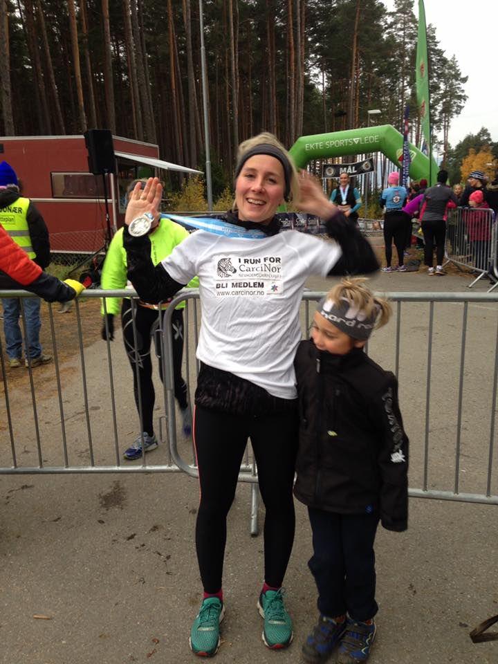 I dag møtte rekordmange opp på mosjonsløpet #Hyttemila på Hønefoss! Maria Hauso løp for å skape økt oppmerksomhet om #NETkreft! Tusen takk for flott innsats! #NETcancer #NETcancerawareness #IRunForCarciNor #mosjonsløp #fysiskaktivitet #running #jogging — at Hytteplanmila.