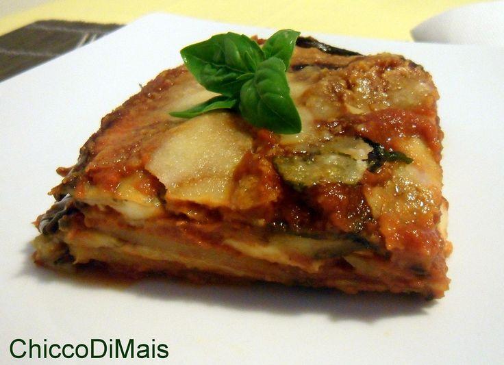 Parmigiana di melanzane e patate ricetta vegetariana il chicco di mais http://blog.giallozafferano.it/ilchiccodimais/parmigiana-di-melanzane-e-patate-ricetta-vegetariana/