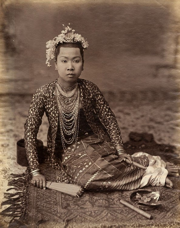 Indonesian Woman with Fan and Cigar, 1880c  Albumen print from wet plate negative  http://www.vintageworks.net/index.php