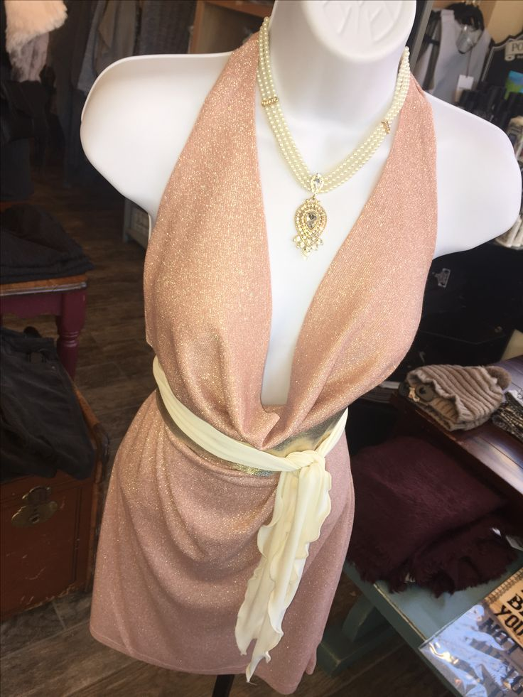 Shake and shimmy all NYE with this gorgeous She+Sky number 💃 The subtle shimmer is bound to make you the star of the show this holiday season! Sleeveless Metallic Halter Bodycon Dress w/ Front Cowl, Rose - $48 Pearl & Gem Necklace - $28 Recycled Leather Obi Belt, Ivory - $50