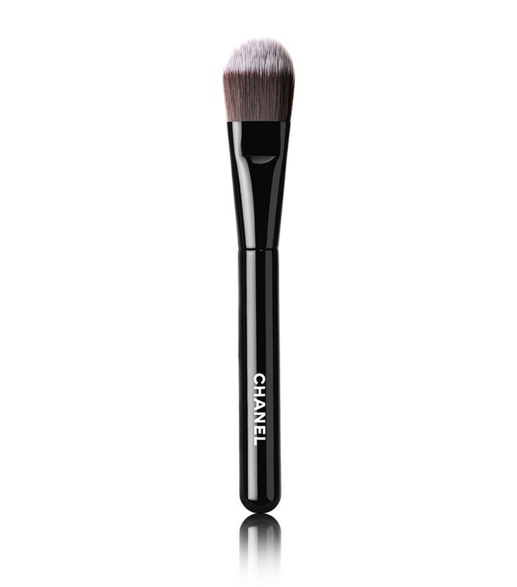 CHANEL Pinceau Fond de Teint Foundation Brush | Harrods.com