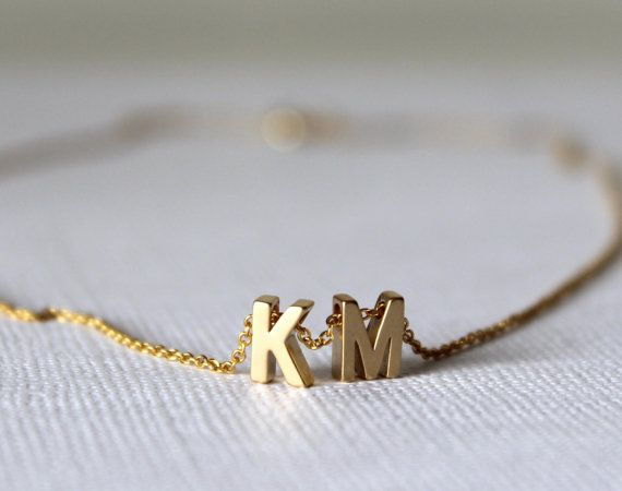 Tiny gold letter necklace Initial necklace por lizaslittlethings