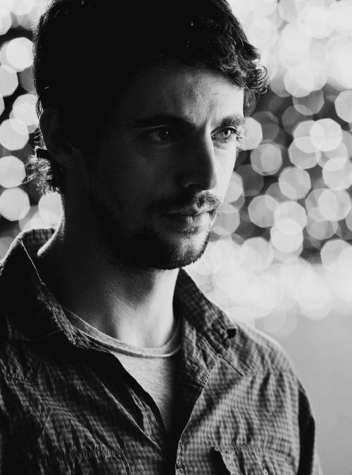 This is my favourite picture of Matthew Goode today. Beautiful in black and white as Declan in Leap Year.