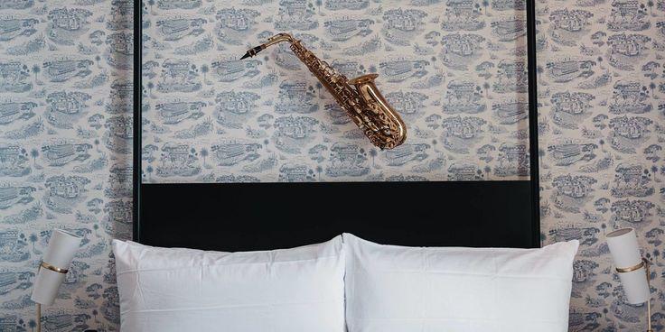<h3>Отель Генри Говард (Новый Орлеан, США)</h3> <br /> Недавно открывшийся в городской галерее одного из районов Нового Орлеана, отель отдает дань почтения музыкальному наследию города, используя при этом музыкальные инструменты в качестве декора стен.