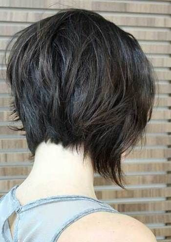 Neuredna kratka obrnuta paž frizura