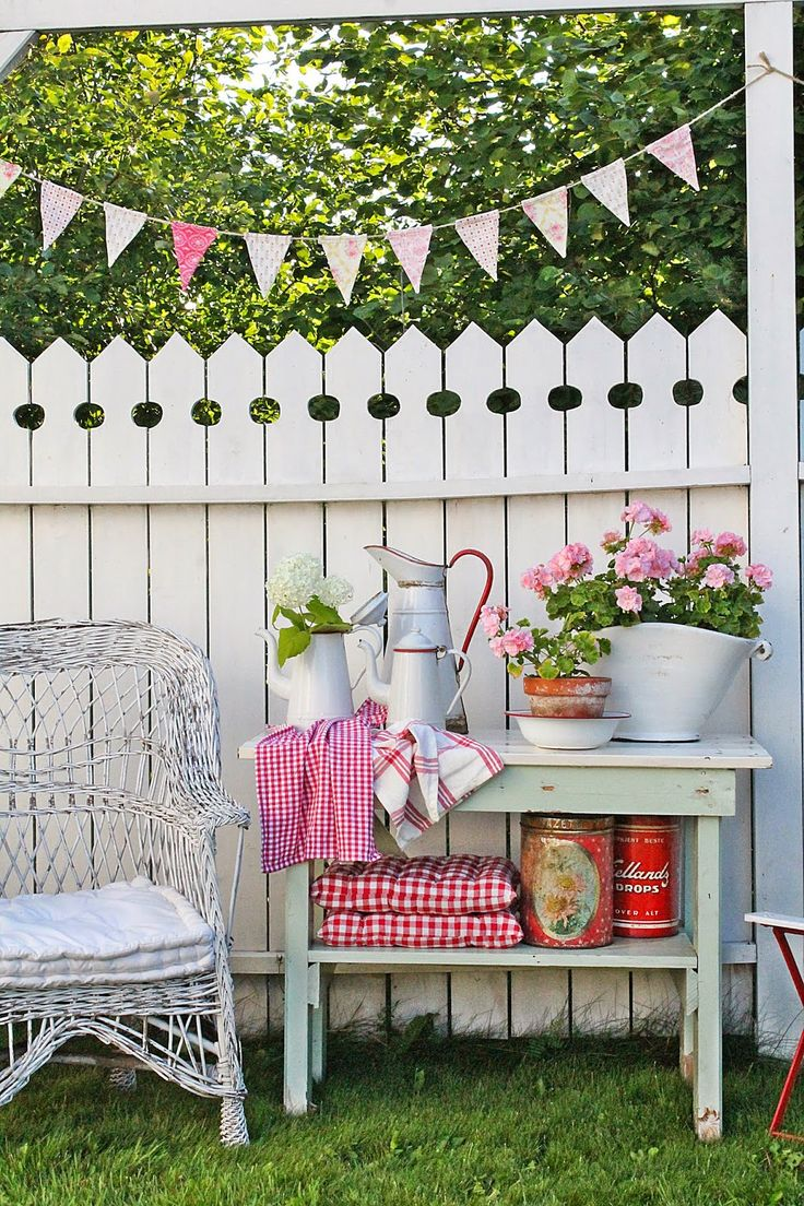 VIBEKE DESIGN: Reuse Excitement in the garden!