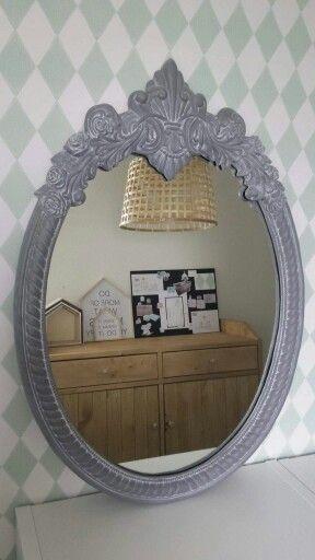 spiegel lijst geverfd met Abbondanza krijtverf concrete en behandeld met antiquing powder dusty white
