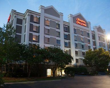 Hampton Inn & Suites Alpharetta Hotel, GA - Exterior Night