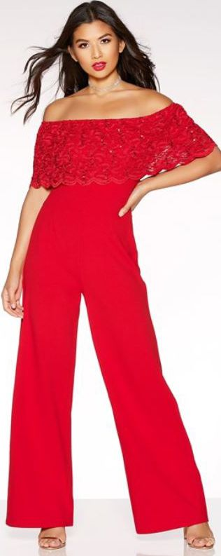 I still love wide leg jumpsuits. They're so DISCO, and wide legs balance out those (big) parts of your body you don't like. I love 70s style outfits, but this girl needs some giant platform shoes!