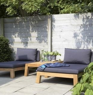 Sun beds=next summer's pallet project.  This style is exactly what I want!
