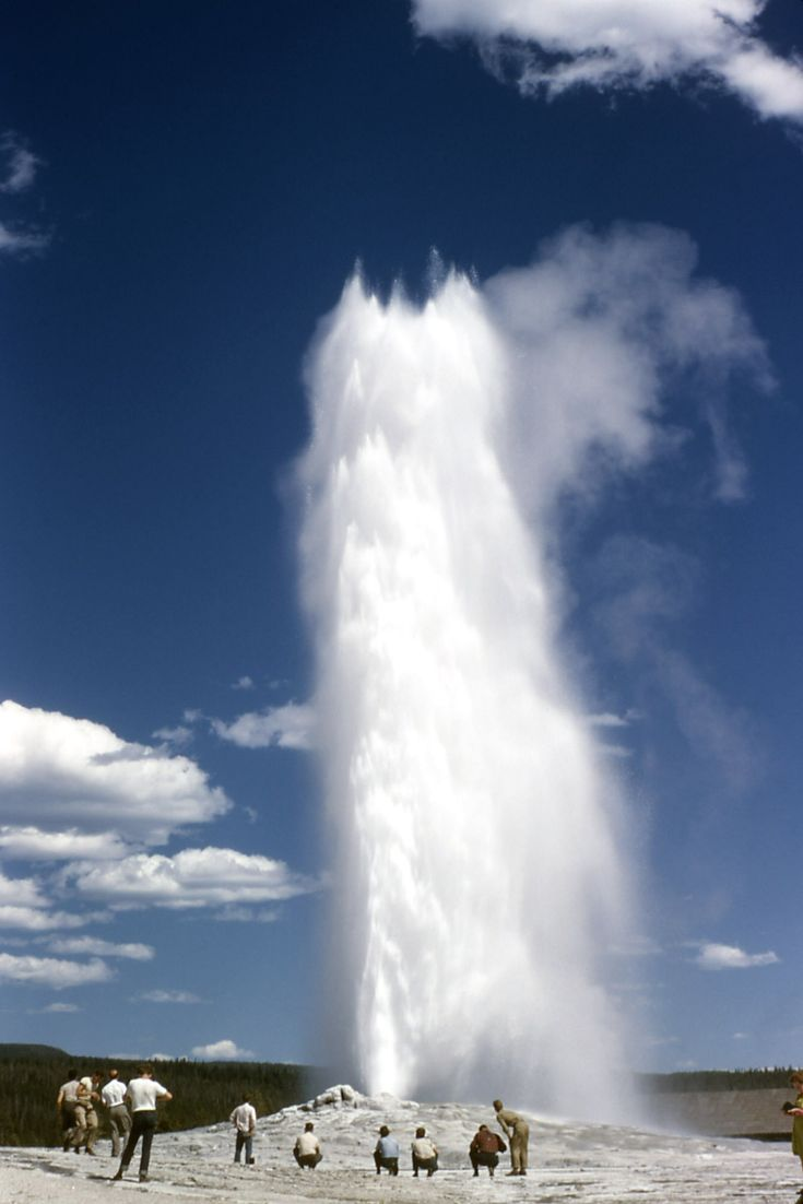 Old Faithful Yellow Stone It is worth waiting to see this natural phenomenon!...