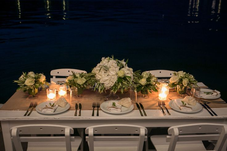 Art de la table : Romantic decoration with white roses, olive brunches and candles!