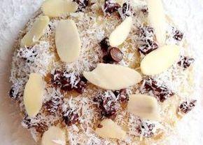 Bowlcake noisettes amandes chocolat Ingrédients de base 40g de flocons d'avoine 1 oeuf 3 cs lait 1 cc sucre ou miel 1 cc levure chimique 2 à 3mn MO à fond