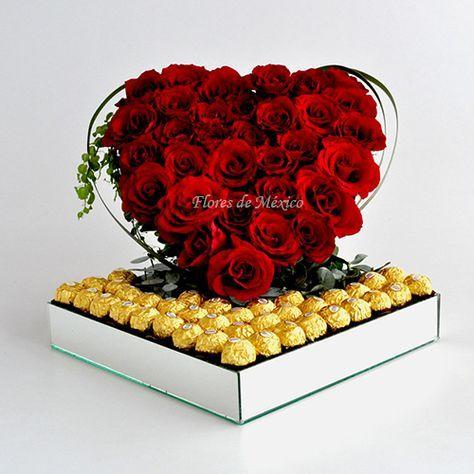 Esplendido corazón de rosas sobre cama de chocolates Ferrero en base de espejo y follajes de eucalipto. Un romantico corazón con un toque elegante. Sí, es el corazón que mas ha gustado. Te lo recomendamos muchísimo!  Realizado con 30 rosas de rojos intensos, 32 chocolates Ferrero, eucalipto, exóticos follajes y base de espejo.  Tamaño: 36cm ancho X 30cm altura aproximadamente.  #RosasYChocolates