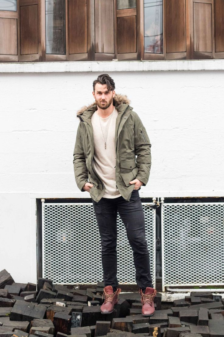 WinterJacket/ Black Jeans/ Brown Boots / Silver Necklace/ Beige T shirt