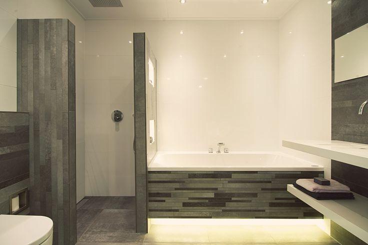 Meer dan 1000 idee n over kleine ruimte badkamer op pinterest badkamer kleine ruimtes en - Ruimte van water kleine ruimte ...