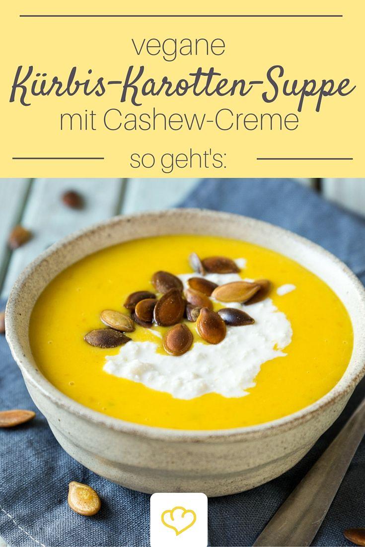 Cremiger geht's nicht! Diese Kürbis-Karotten-Suppe ist so lecker, dass keiner merken wird, dass sie außerdem auch vegan ist! On Top gibt's Cashewcreme und geröstete Kürbiskerne.