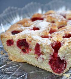 Gâteau aux framboises: 150g de farine, 150g de sucre et 2oeufs. Très bon en version abricots!!! Testée aussi une version rhubarbe...