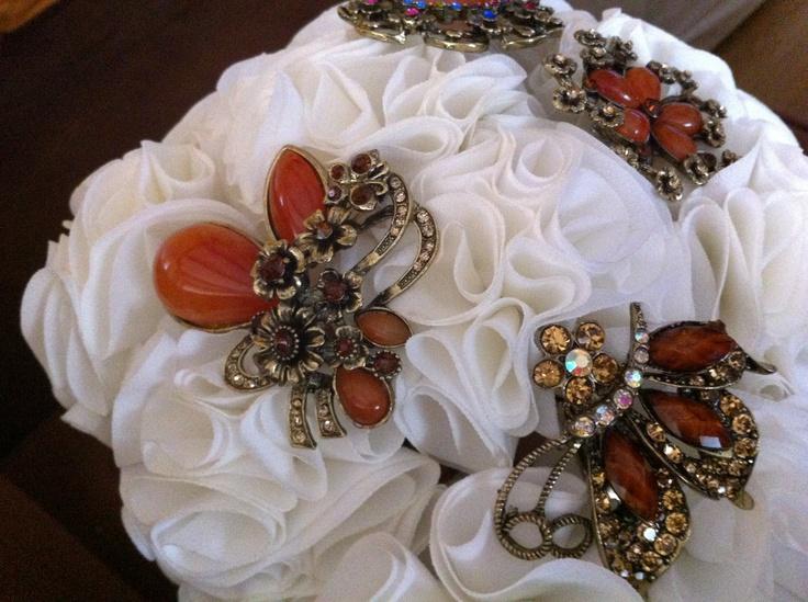 Bouquet mixto ramo de flores de tela en blanco con broches en marrones o tostados y dorados 606619349 algodondeluna@gmail.com