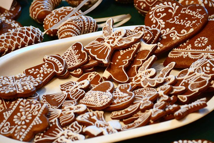 In need for some special Christmas treat? Then here's the recipe of traditional German gingerbread cookies you can easily make at home!