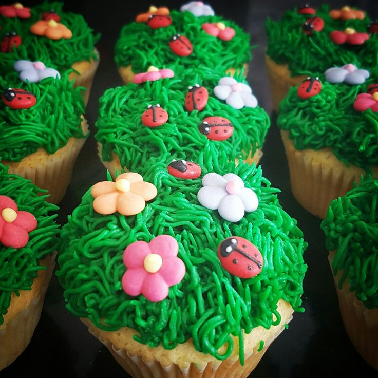 Lemon Garden Cupcakes  Perfect for the little birthdays, or a teaparty with the teddies.