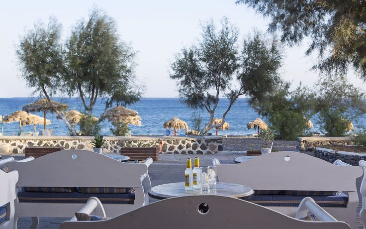Veggera Beach Hotel in Perissa, Santorini